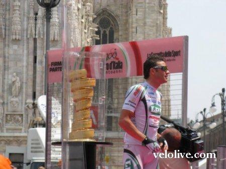 Джиро д'Италия. День первый. Милан. Прикосновение к святыне