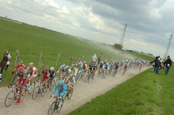 The peloton on some dusty cobbles