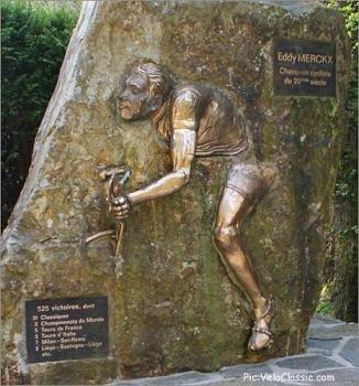 Памятник Эдди Мерксу на вершине Stockeu