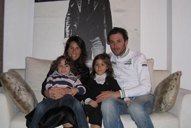 Иван Бассо с женой и детьми