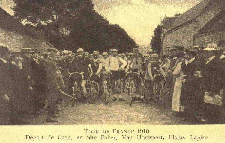 Tour de France-1910 Depart de Caen en tete Faber, Van Hoewert, Blaise, Lapize