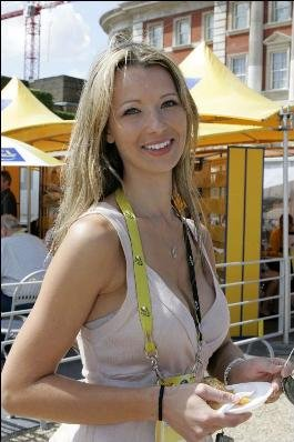 Мелани Хинкепи