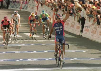 Победа Бертольяти на первом этапе ТдФ 2002