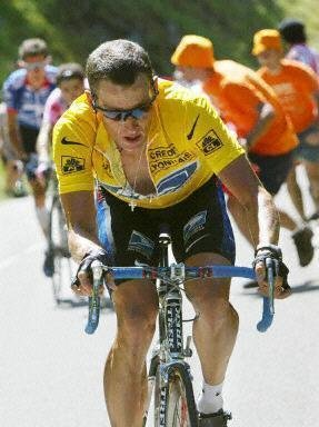 Лэнс Армстронг на 12-м этапе ТдФ 2002