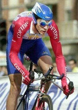 Дэвид Миллар на пути к победе на первом этапе Вуэльты-2001