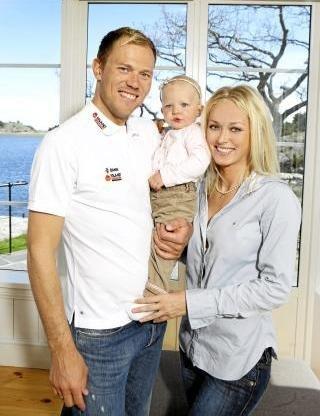 Тор с женой и дочерью