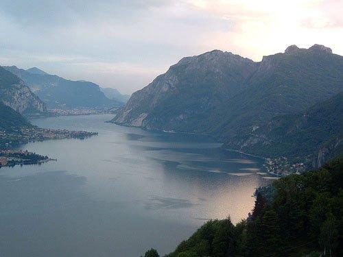 Вид на озеро Комо с холма Madonna del Ghisallo