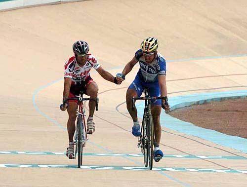 Мюзеув и Ван Петегем на Париж-Рубэ 2004