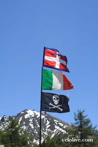 Флаг Пьемонта, флаг Италии, флаг Пантани...