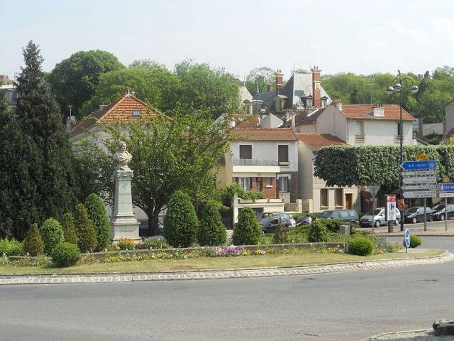 памятник Луи Дагеру в Брю-сюр-Марн