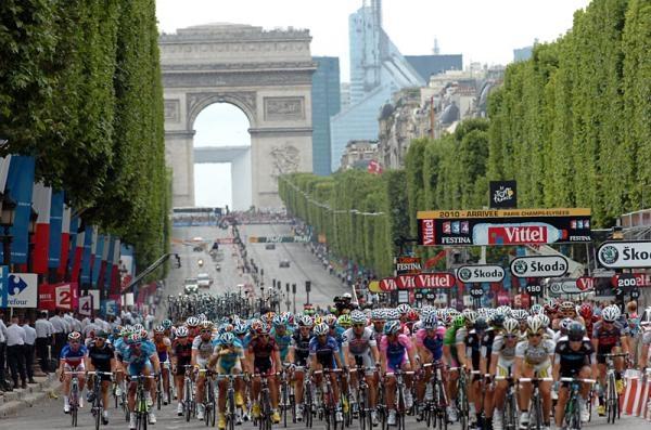 Тур де Франс на Елисейских Полях