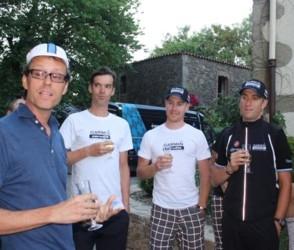 Даг Эллис и гонщики команды Garmin - Cervelo