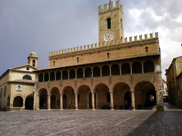 Здание ратуши в Оффиде