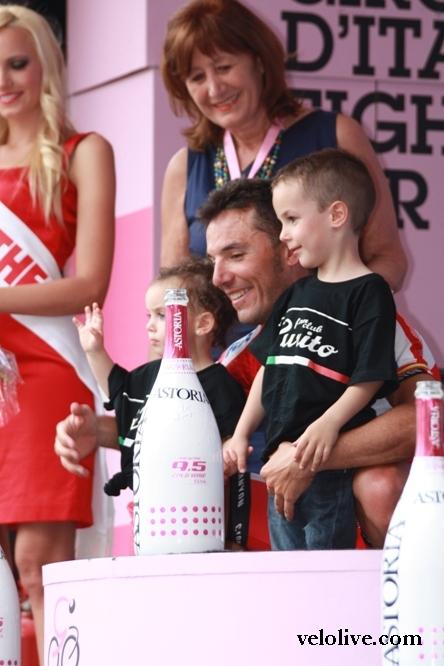 Пурито Родригес с детьми