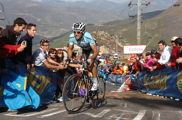 Vuelta a Espana 2012: Gijon - Valgrande-Pajares. Сuitu Negru 183,5 км © Sirotti