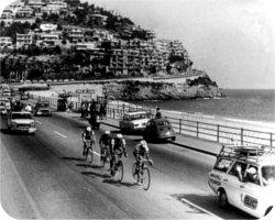 Страницы истории: Милан - Сан-Ремо - 1967 Том Симпсон возглавляет отрыв