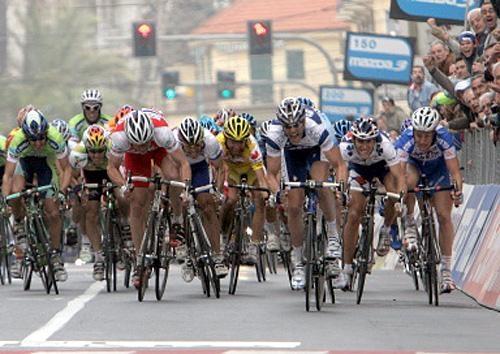 Милан-Сан-Ремо-2005, photo (c) AFP