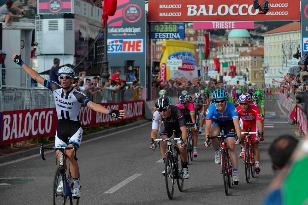 Первая победа Луки Мезгеца на этапе Джиро