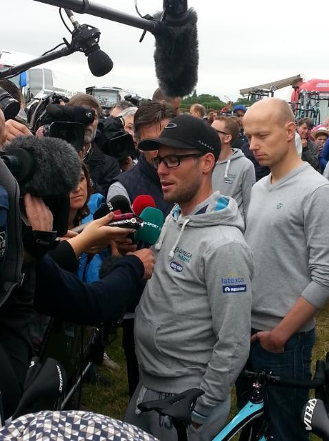 Марк Кэвендиш из команды Omega Pharma - Quick Step не стартует на 2 этапе Тур де Франс 2014