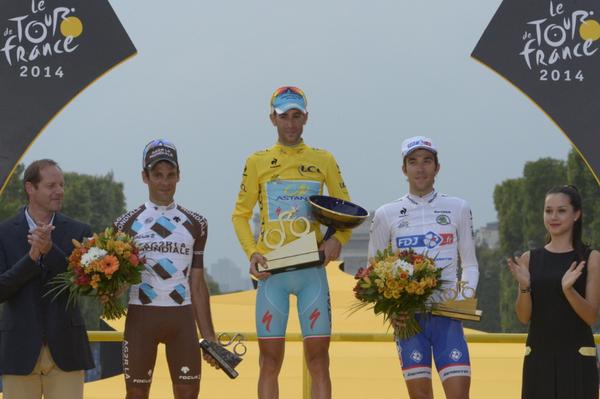 Подиум Тур де Франс-2014, фото (c) @letour
