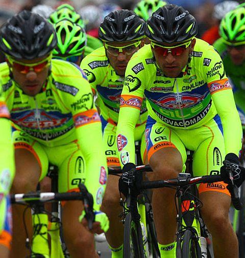 Команда Neri Sottoli с Алессандро Петакки на Джиро д'Италия-2015?
