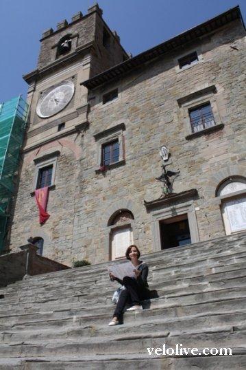 На лестнице Палаццо Комунале