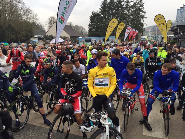 Минута молчания на старте 2 этапа велогонки Париж-Ницца-2015