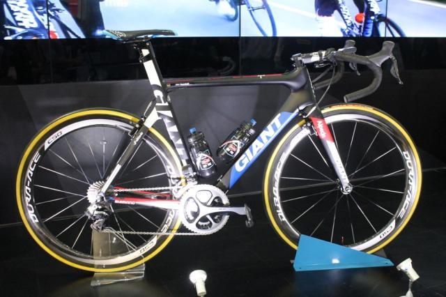 Проверка велосипедов на наличие моторчиков на Милан-Сан-Ремо-2015