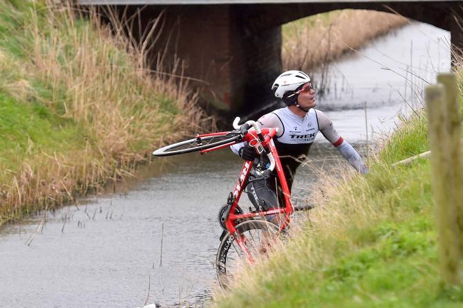 Гент-Вевельгем 2015: ветер сдувал гонщиков в реку