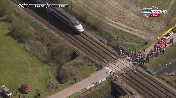 Форсирование шлагбаума на железнодорожном переезде на Париж-Рубэ 2015