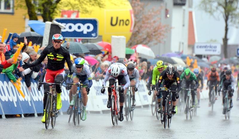 На фото ((c) Einar Oliver Landa / Tour des Fjords): победный спринт Александра Кристоффа.