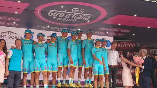 Команда Астана - победитель командной классификации Джиро д'Италия-2015