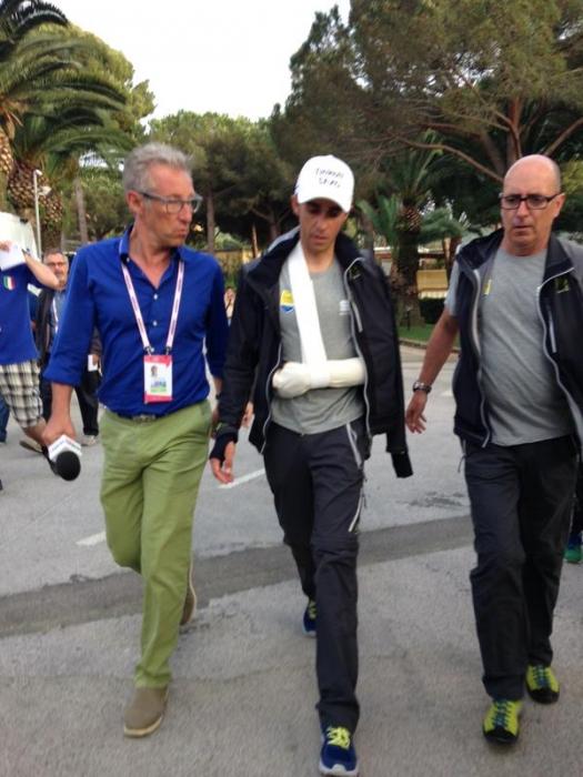 Вывих левого плеча у Альберто Контадора