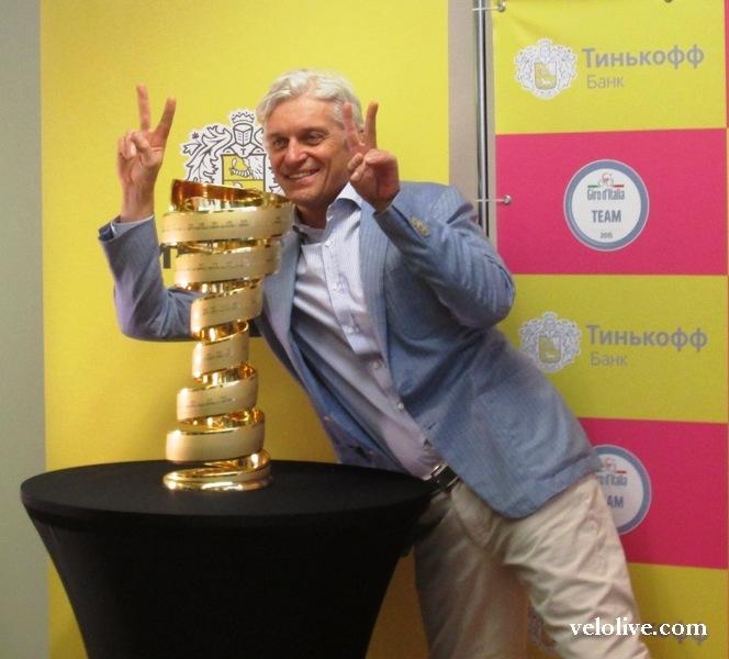 Олег Тиньков и кубок победителя Джиро д'Италия-2015