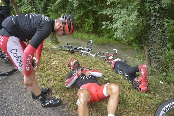 Насэр Буанни сошёл с Тур де Франс-2015 после падения, обошлось без переломов