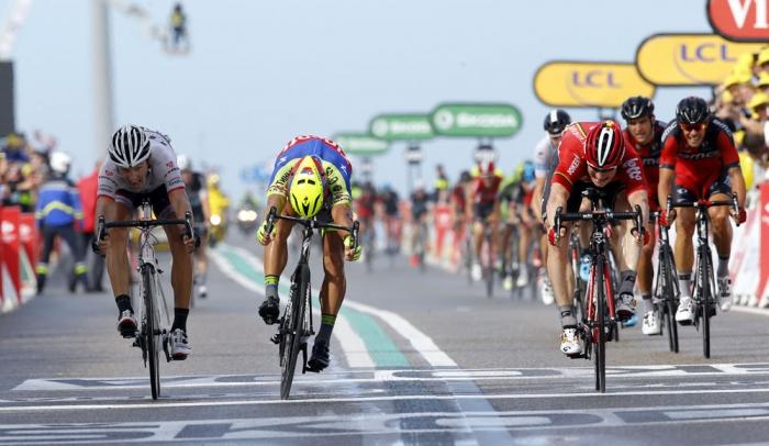 Фабиан Канчеллара в жёлтой майке лидера Тур де Франс-2015