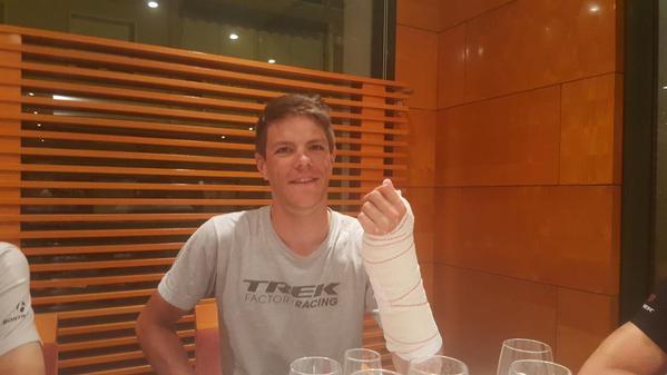 Яспер Стейвен побеждает на 8 этапе Вуэльты Испании-2015 с переломом ладьевидной кости левой руки