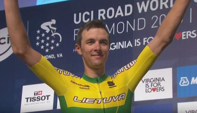 Рамунас Навардаускас завершил карьеру профессионального велогонщика