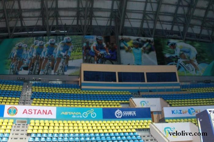 """Фотографии с пресс-конференции велокоманды """"Астана"""""""