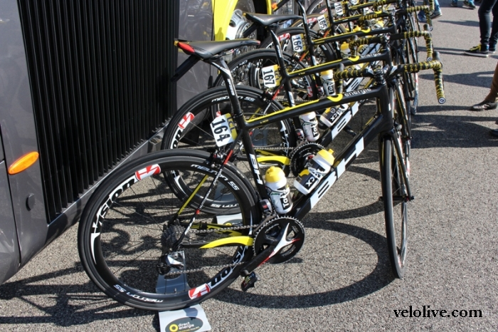 Велосипеды на старте 6 этапа Париж-Ницца-2016