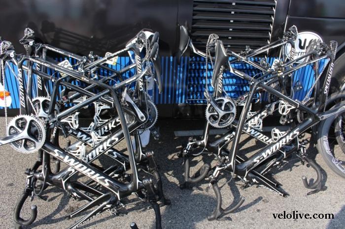 VeloLIVE на колесе у пелотона на старте 7 этапа Париж-Ницца-2016