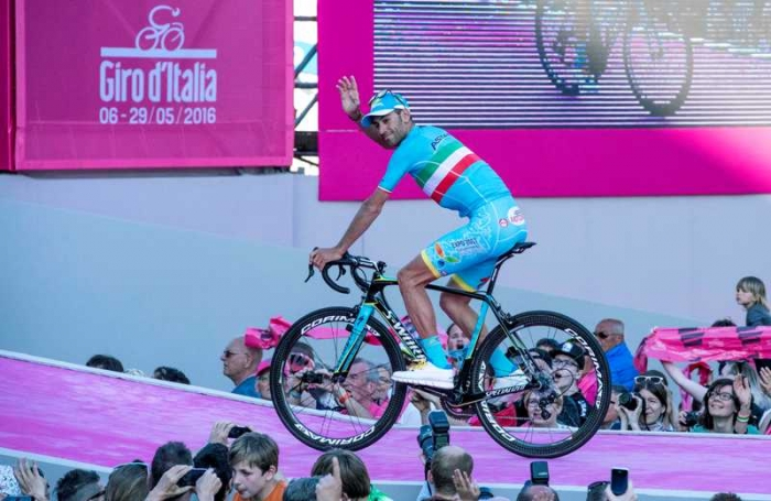 Фотогалерея с презентации команд перед стартом Джиро д'Италия-2016