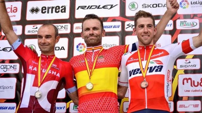 Анхель Висиозо завоевывает серебро в групповой гонке на чемпионате Испании