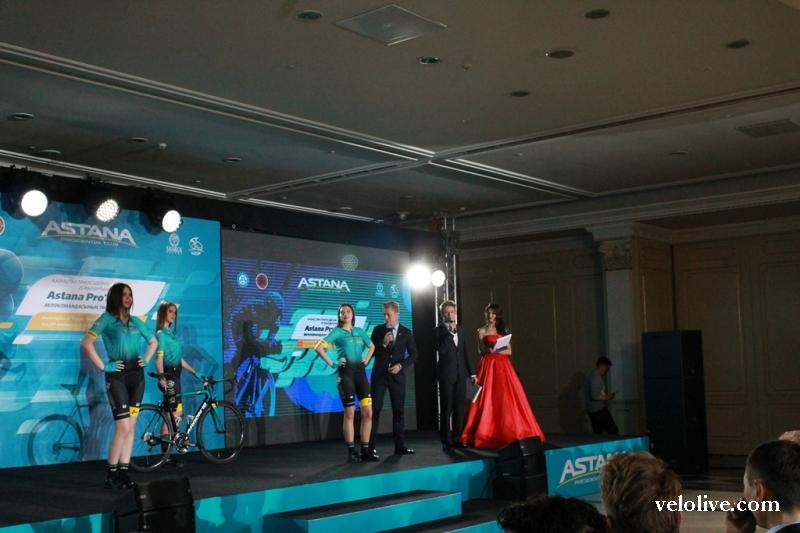 """Велогонщики команды """"Астана"""" о новой велоформе и велосипедах Argon 18"""