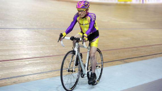 105-летний француз проехал навелосипеде 22,5 километра зачас