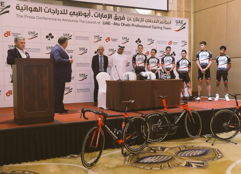 Команда UAE Abu Dhabi представила форму на 2017 год