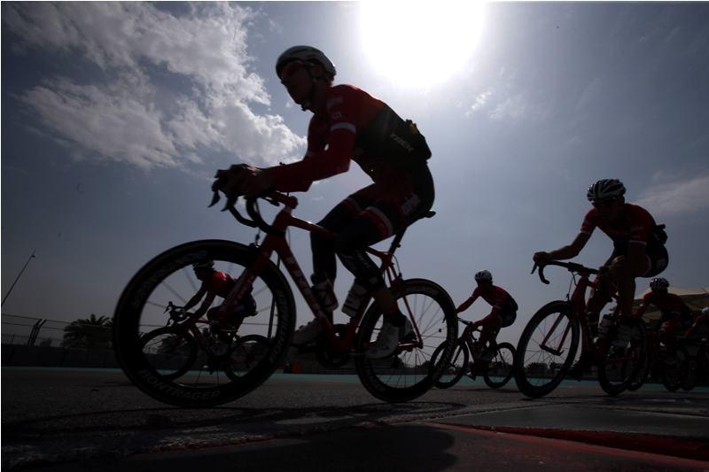 Тренировка гонщиков перед стартом Тура Абу-Даби-2017