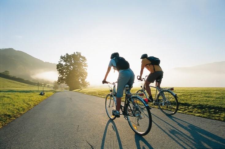 Чем полезна для здоровья езда на велосипеде
