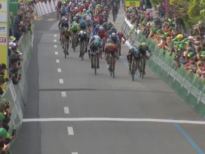 Элиа Вивиани выигрывает спринт на 3-м этапе Тура Романдии-2017