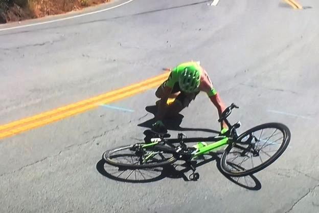 Том Скуйиньш сошёл с Тура Калифорнии-2017 после падения